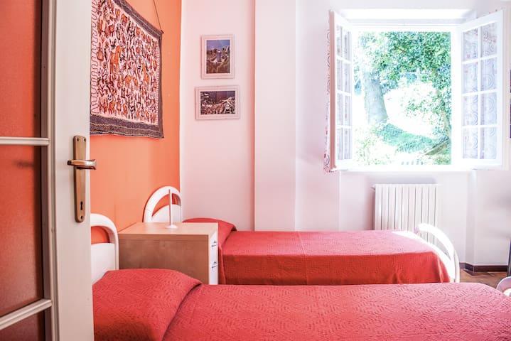 camera da letto al piano terra / ground floor bedroom