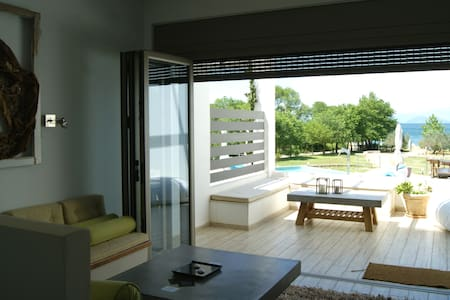 Villa Corn,Manna Gea-relax by the pool and the sea