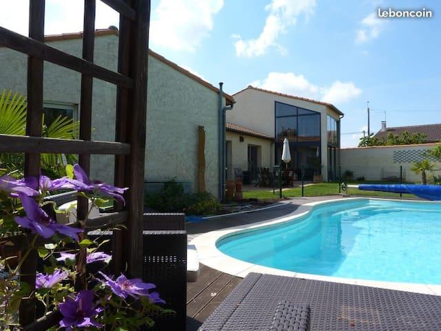 Grande villa tout confort 8 pers piscine chauffée