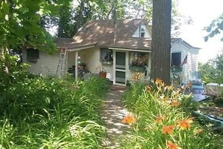 Charming Cottage on Lake Champlain - Colchester - Cabin