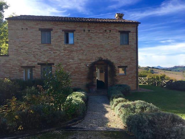 Light-filled Villa Montegiorgio - stunning views