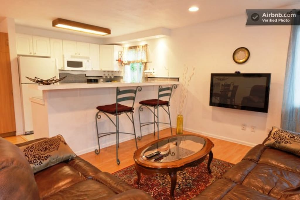 Private, quiet, near Gaslamp 8-room