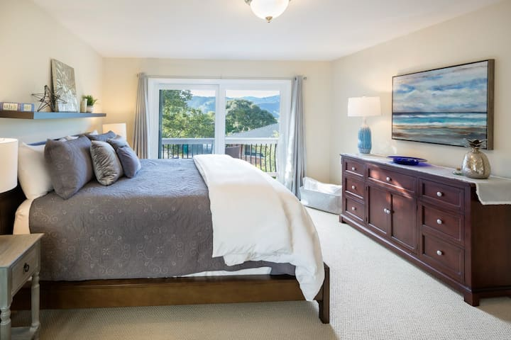 NEW! Remodeled Carmel Guesthouse. Panoramic Views!