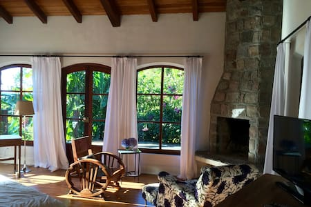Luxury getaway in the mountains! - Bed & Breakfast