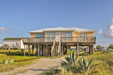 Lovely Dauphin Island Cottage w/ Deck & Gulf Views