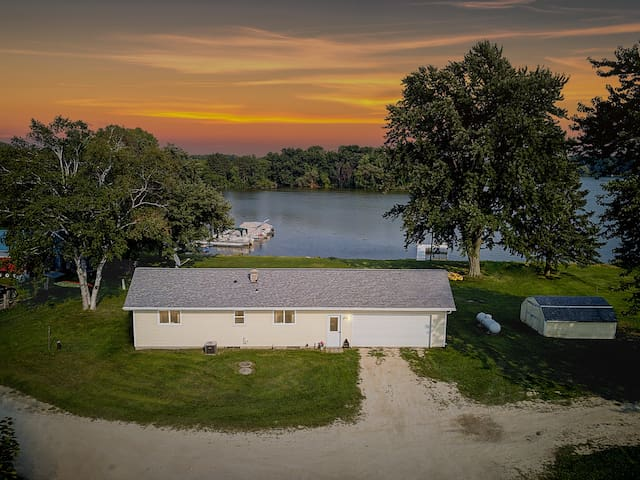 Lakeside Acres: Direct Lakefront Property With Dock