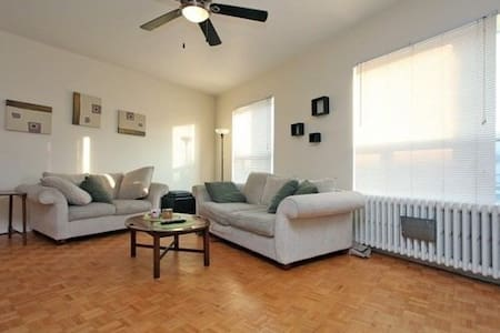 Room in the Heart of Iconic Junction Neighbourhood - Toronto - Apartment