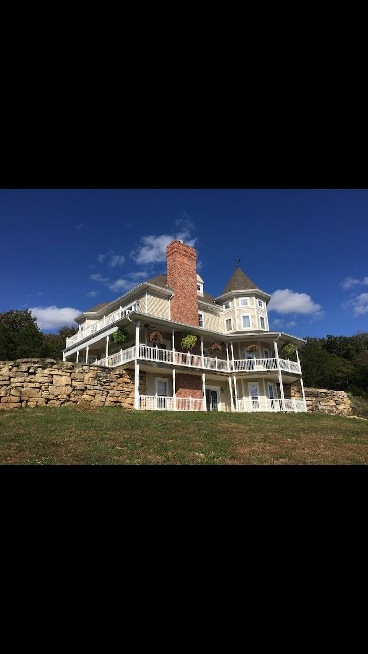Sepe's Castle Nichole's Suite- Near Maison du Lac