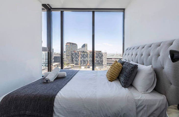 Hudson Beautiful city view apartment with Balcony