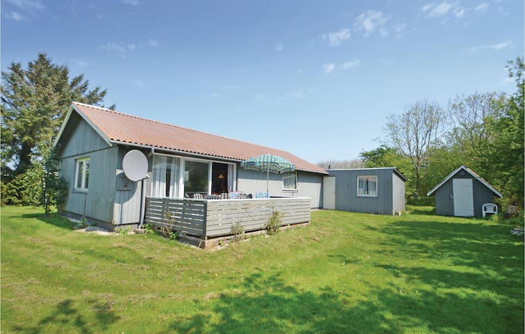 Holiday cottage with 2 bedrooms on 76m² in Vestervig