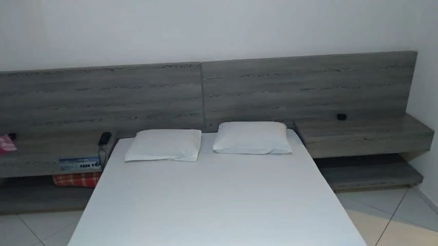 QUARTO COM HIDRO E SERVIÇOS DE HOTEL PARA 2 PESSOAS COM PADRÃO DE QUALIDADE MOSTEL + TRANSFER AEROPORTO GRU