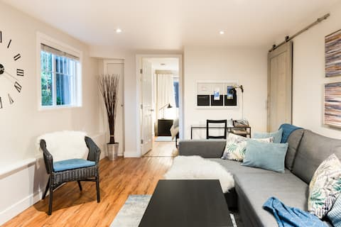 Warm & Cozy Home Away from Home in North Vancouver