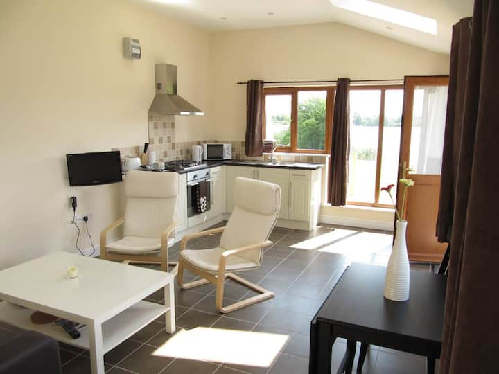 Ash Lodge - Lakeside Superior One bed Apartment