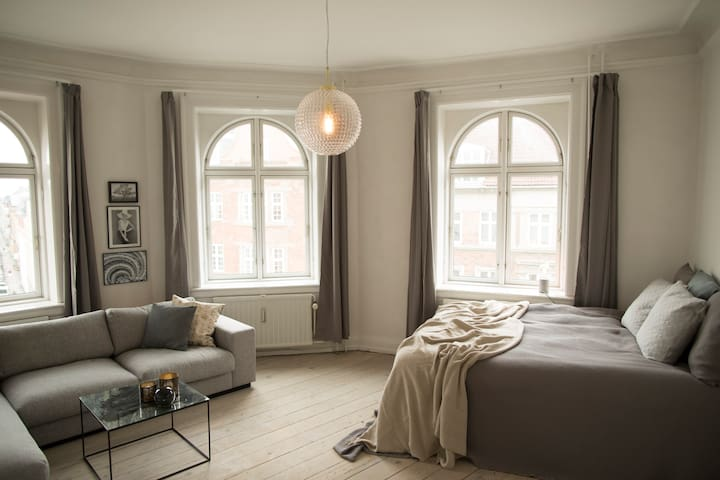 Spectacular Apartment with Balcony in Central CPH