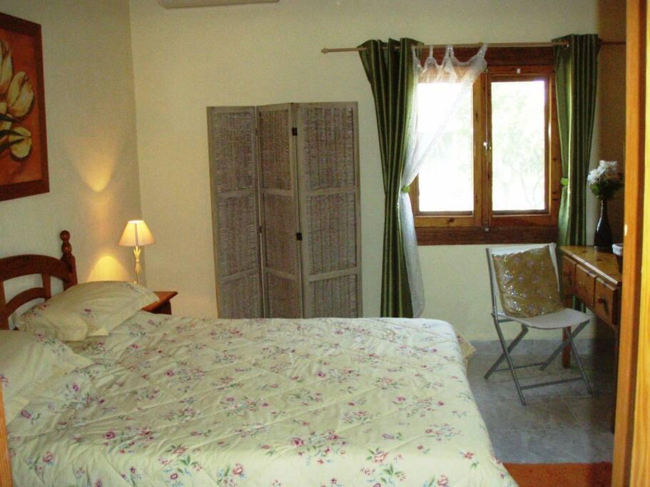 View onto garden, air conditioning, en suite bathroom