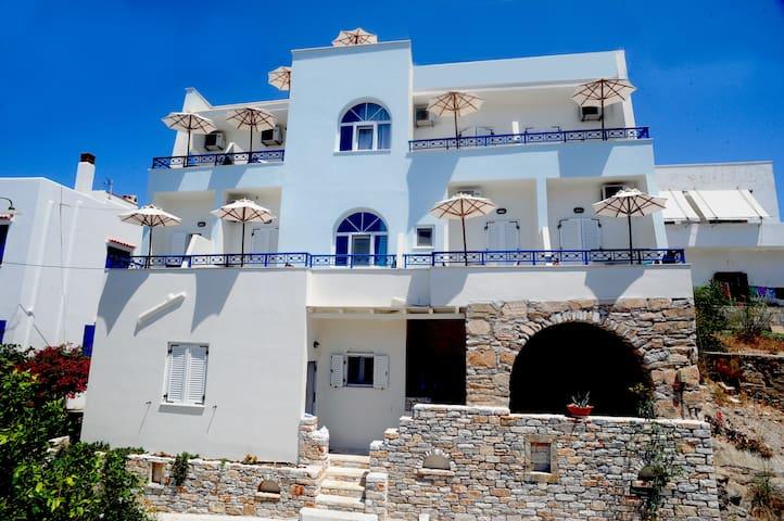 'Oniro studios'  in town Naxos island - Naxos - Bed & Breakfast