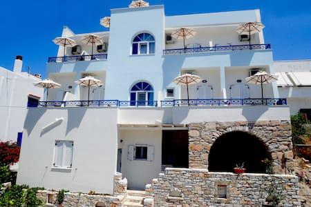 'Oniro studios'in town Naxos island - Naxos