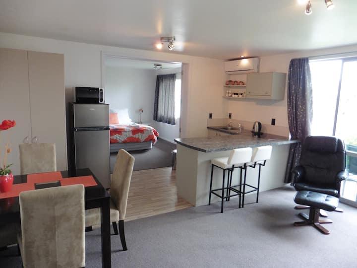 Bethlehem Chic Apartment - Tauranga