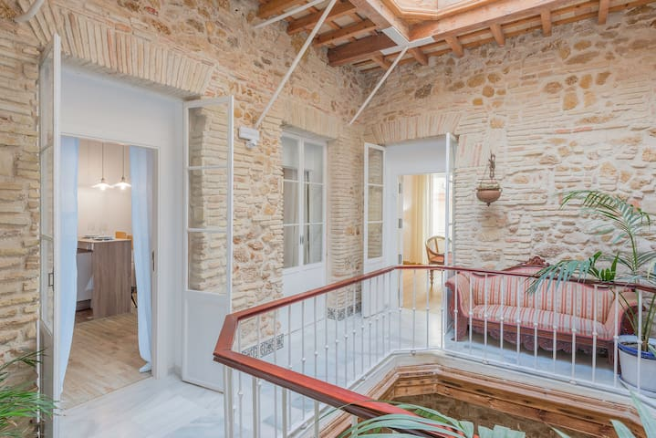 Air-conditioned Studio Apartment in the Heart of the Old Town with Rooftop Terrace and Wi-Fi