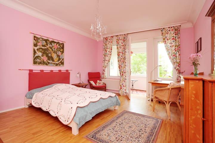 Zentral, ruhig, mit Gartenblick - Estugarda - Apartamento
