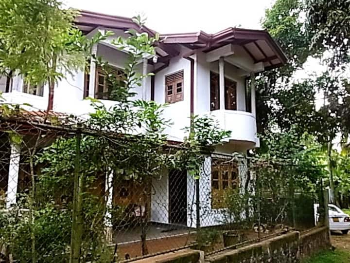 Cozy private rooms in Gampaha