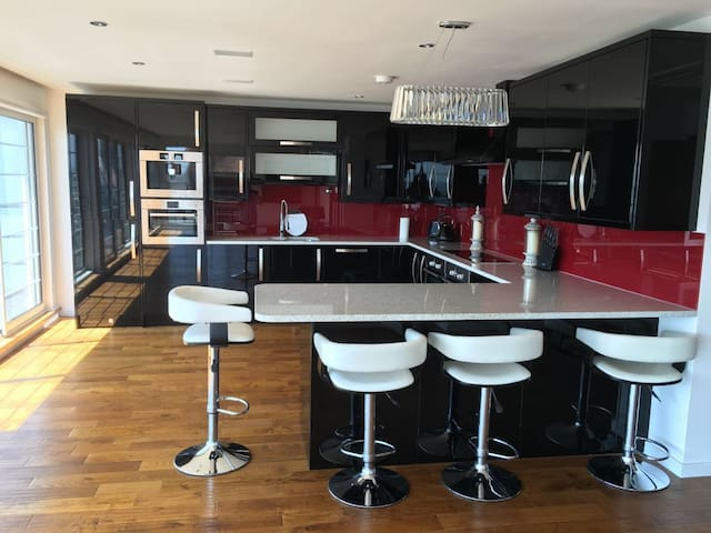 Luxury Sea View Penthouse Apartment w/Private Lift