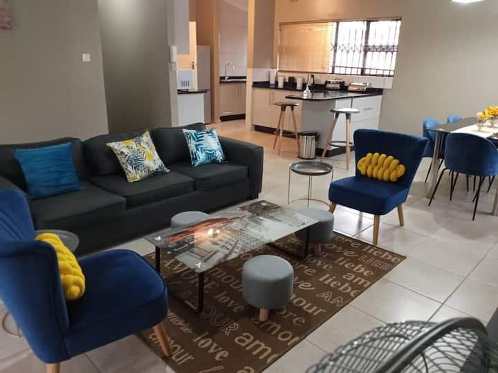 Luxurious 3 bed house, modern open plan- borehole