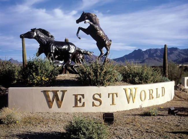 3 BD Condo near Westworld / Arabian Horse Show