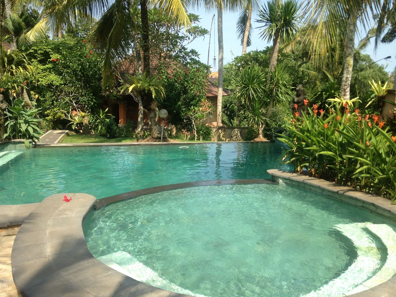 Front View of the 2 Floor/Apartment House in the Beautiful Quiet Garden with the lovely Pool