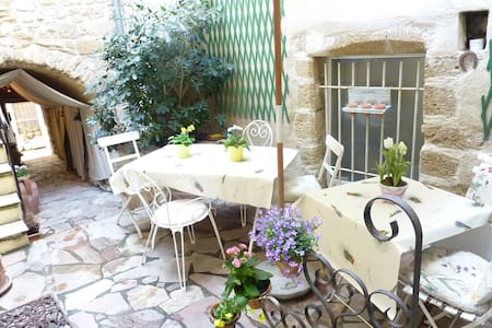 Little village house in Provence - Lourmarin