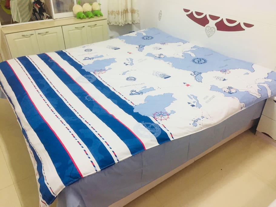 大卧室的双人床