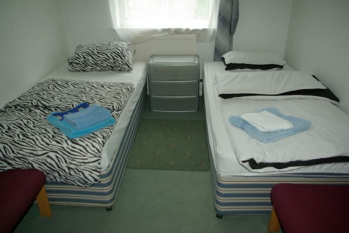 Nice&quiet room, convenient distance to motorway. - Radcliffe - Pis