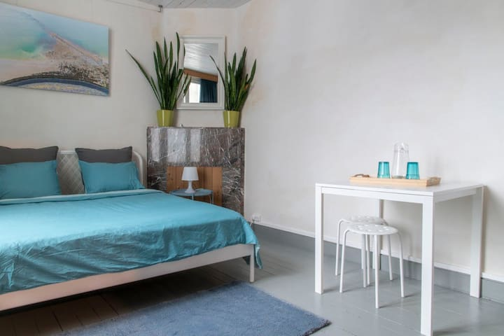 Master Bedroom in Ghent (8 min. from center)