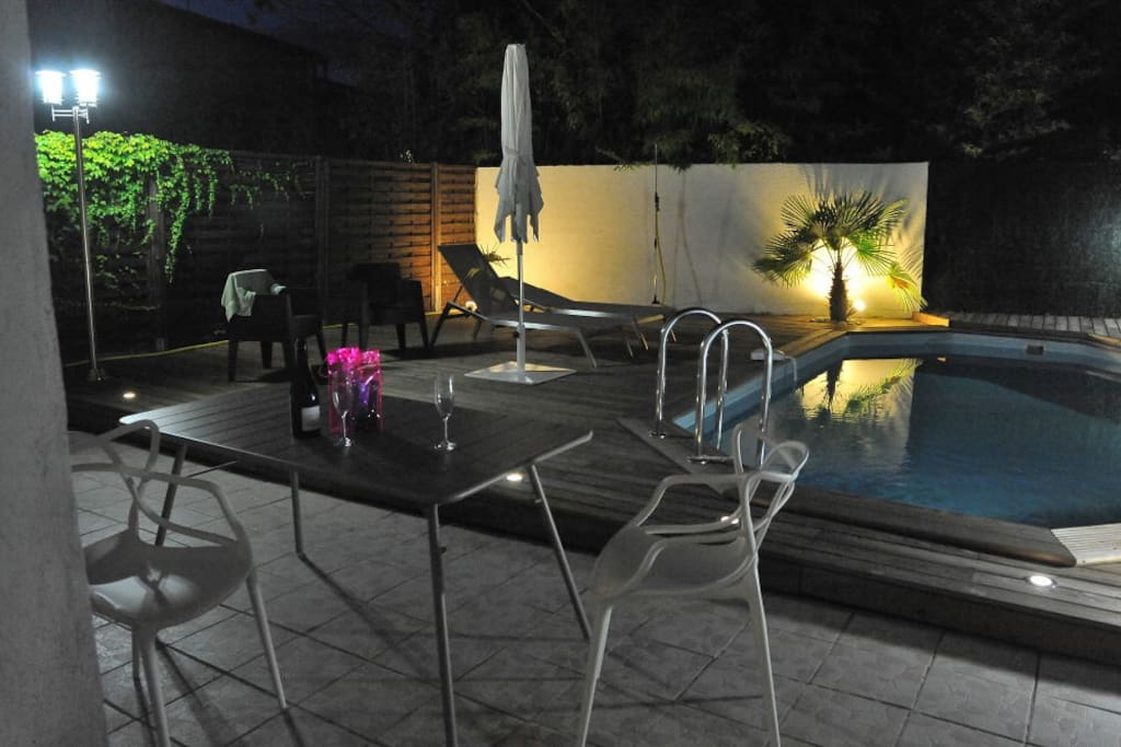Enjoy the garden and pool area at night with a glass of nice regional wine or Champagne.