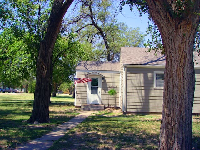 Comfortable Guest House in the ♡ of Kansas! - Hanston - Hus