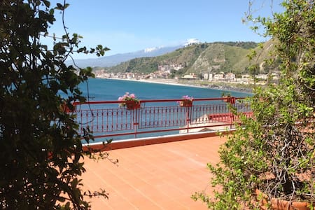 Taormina on the sea! near ISOLA bel - Villagonia - アパート
