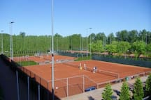 Tennis and squash park Frans Otten Stadion right in front of the boat (2 minute walk)