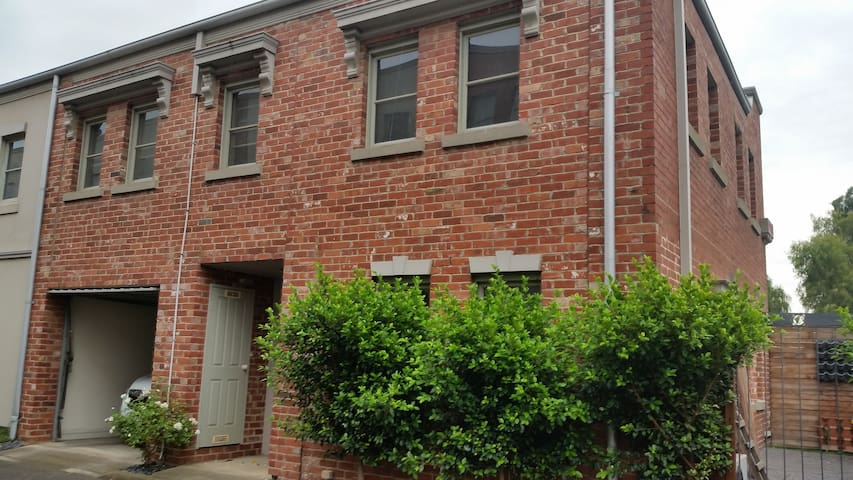 Flemington and Showgrounds - 2BR Townhouse