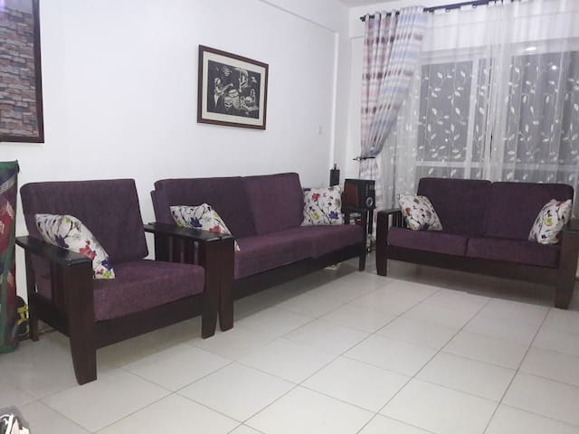 Cozy flat with wifi in Naalya Near Metroplex