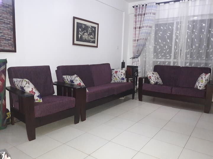 Cozy flat with wifi in Naalya Near Metroplex