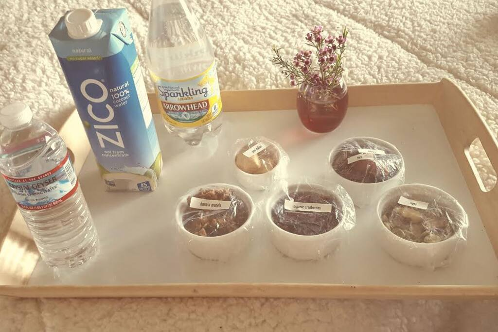 Fresh ORGANIC SNACKS in your room each day.