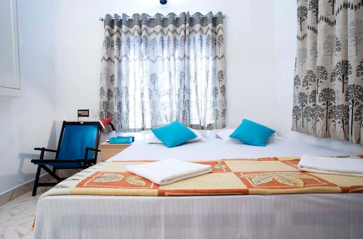 Kingsize bedroom view 1