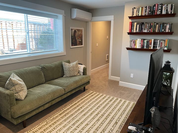 Bright and Cozy NEPDX Suite