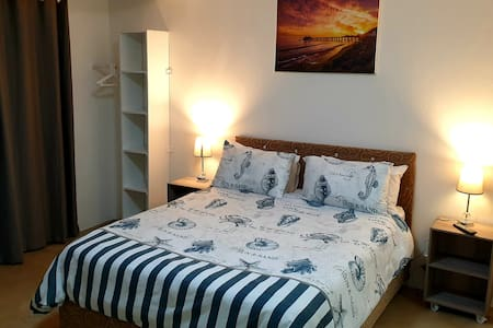 Modern & Safe. Aircon... 5min from Umhlanga beach