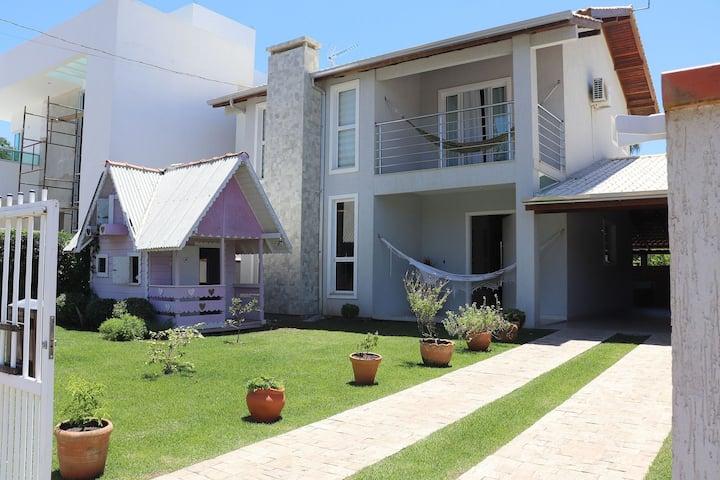 Casa com 2 suítes próxima a Praia de Zimbros!