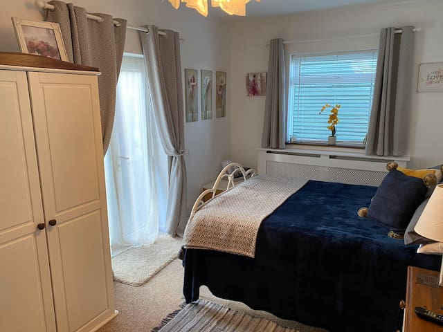 Luxury double room, 10 minuets from airport