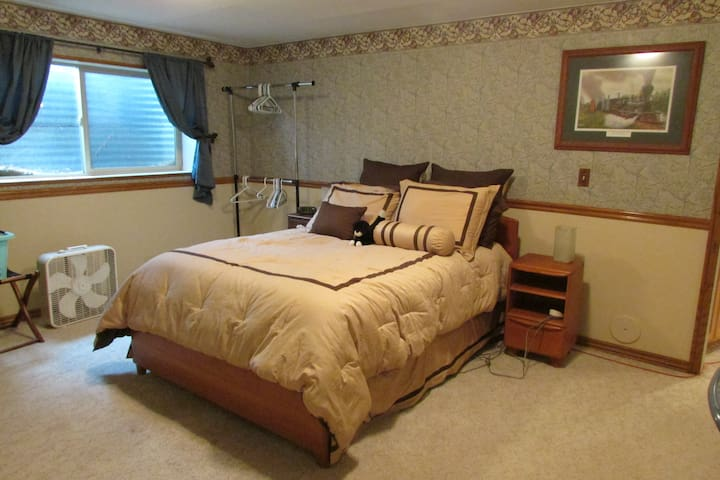 A cozy room in a sleepy little town - Springville - Casa