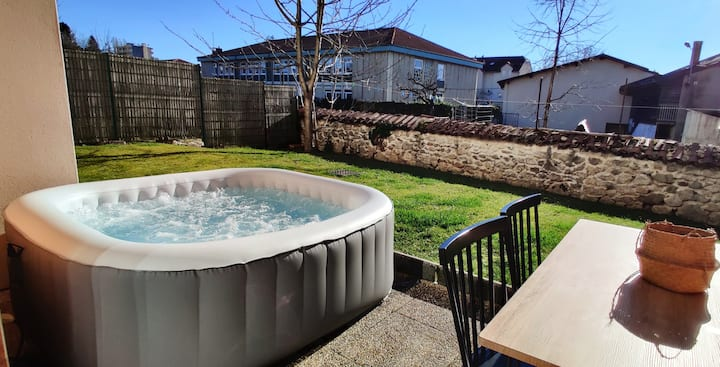 Cute flat with own garden and jacuzzi