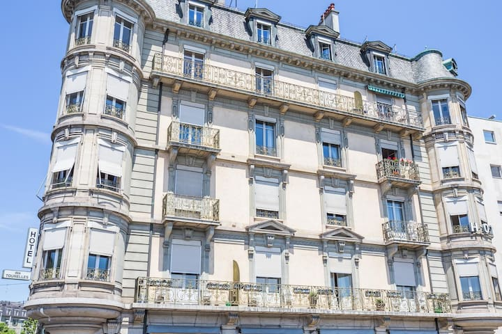 Hotel des Tourelles. Single room with breakfast.