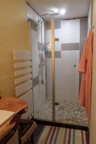 douche à l'italienne, sol en liège